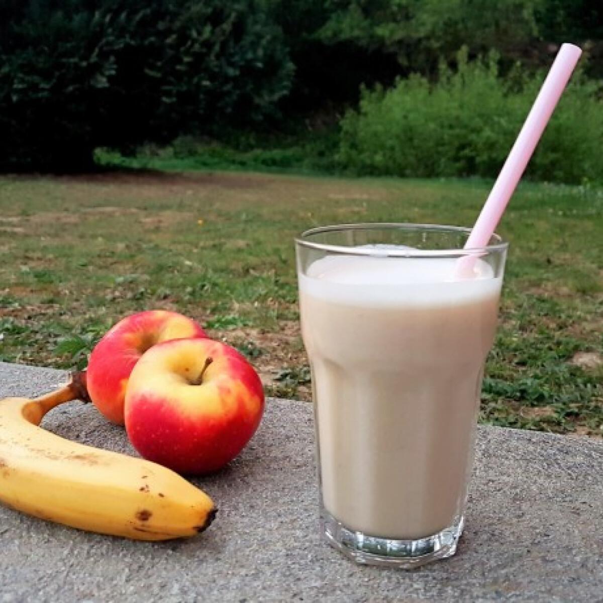 Ezen a képen: Mogyoróvajas alma-banánturmix