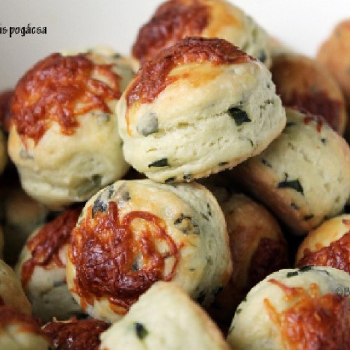 Ezen a képen: Medvehagymás pogácsa Emőke konyhájából