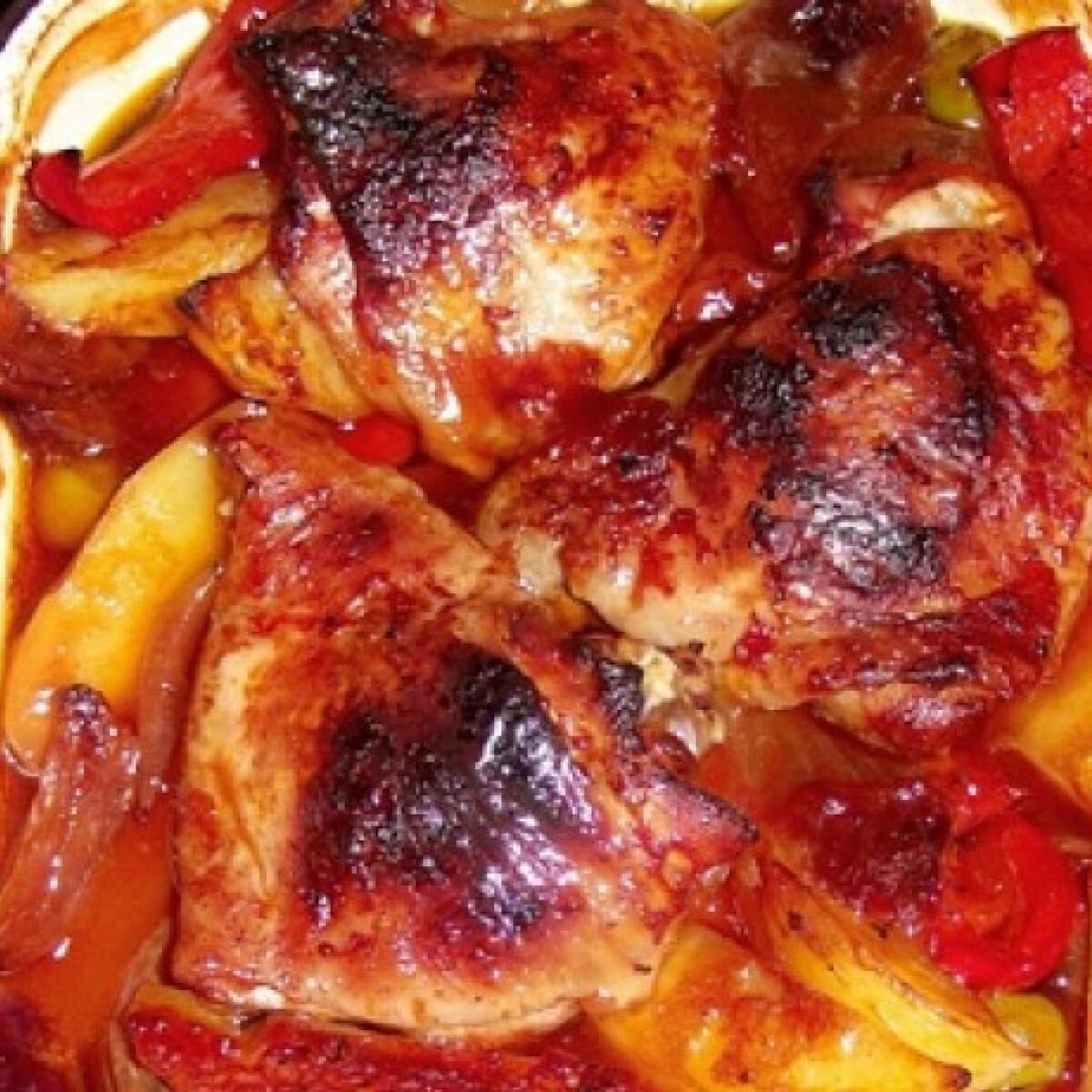 Ezen a képen: Paradicsomos-szójaszószos csirke