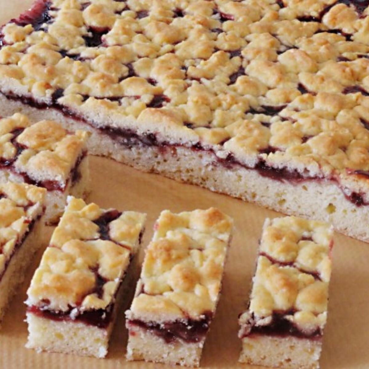 Ezen a képen: Lekváros sütemény