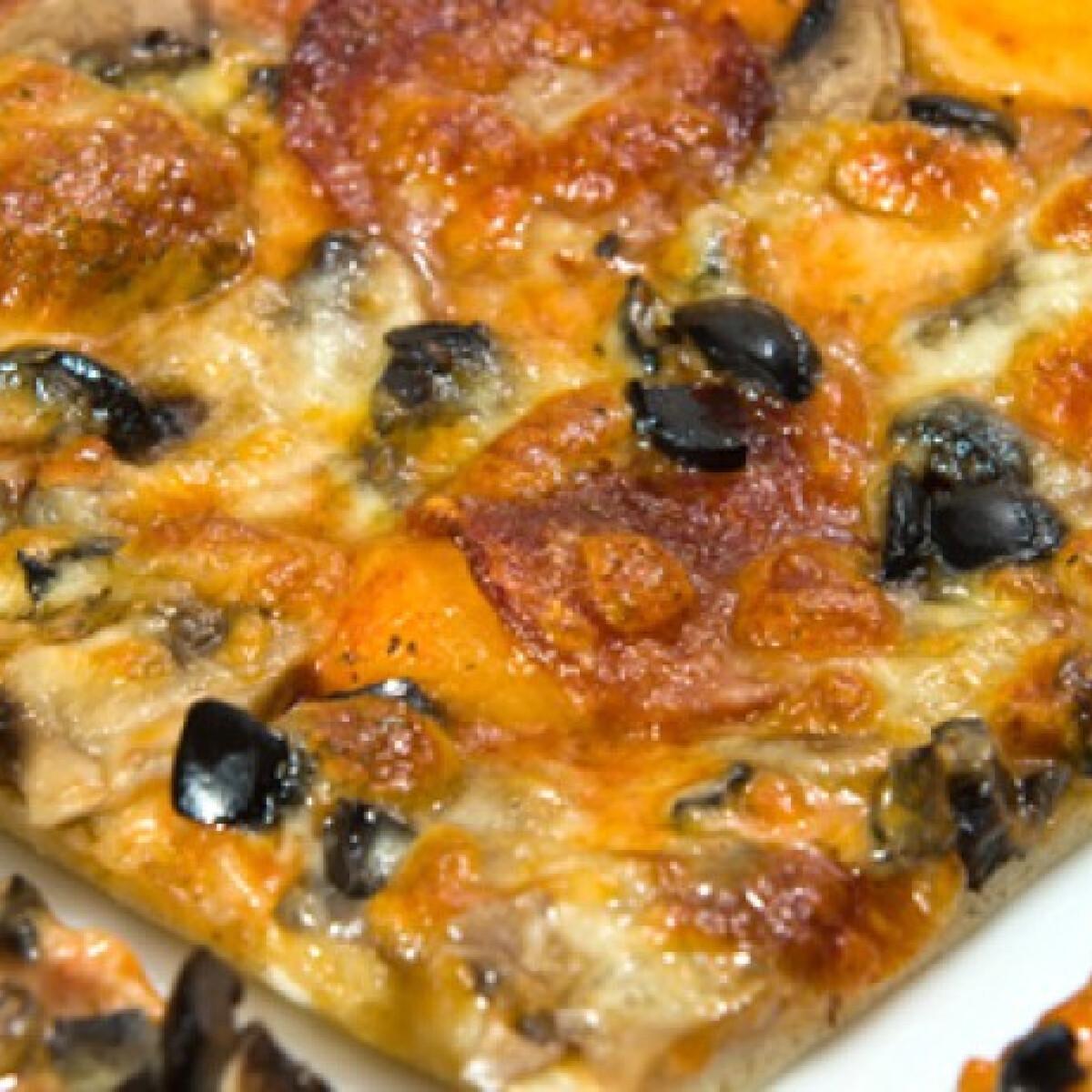 Ezen a képen: Pizza Marzocco konyhájából