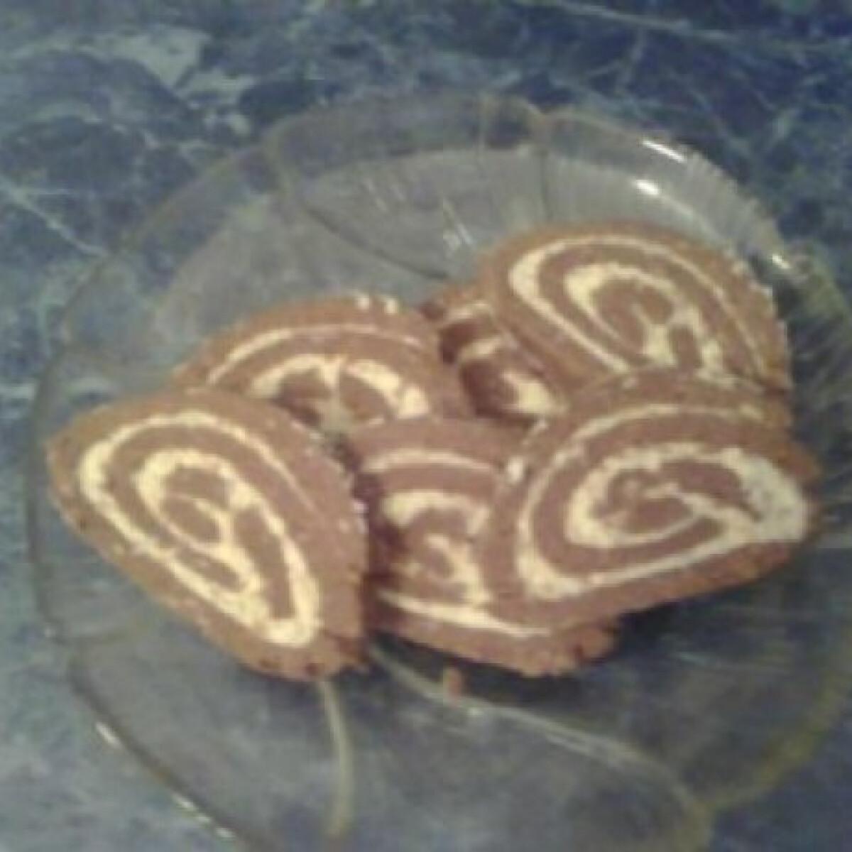 Ezen a képen: Narancsos keksztekercs túrókrémmel töltve