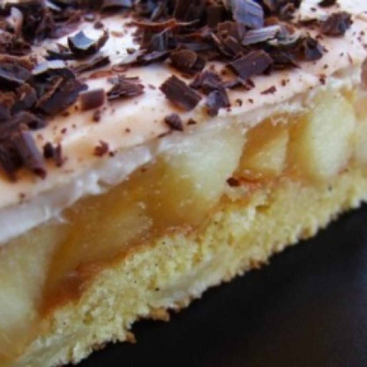 Ezen a képen: Krémes almatorta csokireszelékkel