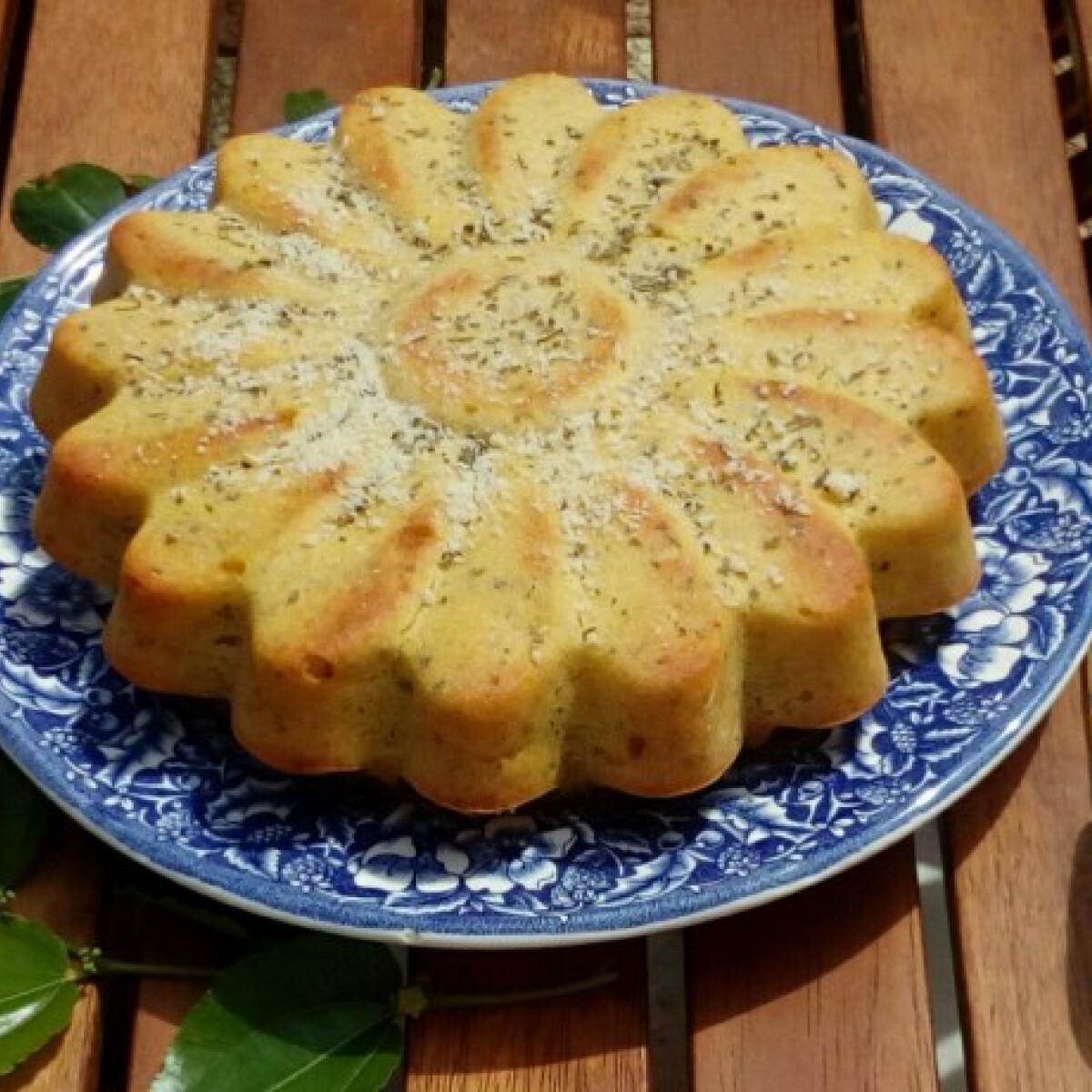 Ezen a képen: Parmezános-bazsalikomos süti