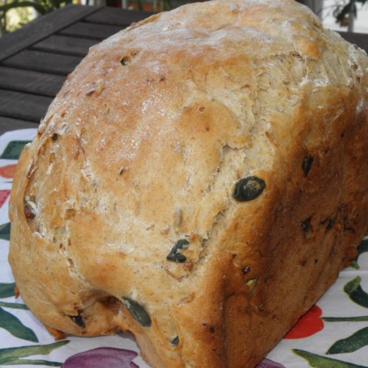 Ezen a képen: Cukkinis-magos falusi kenyér