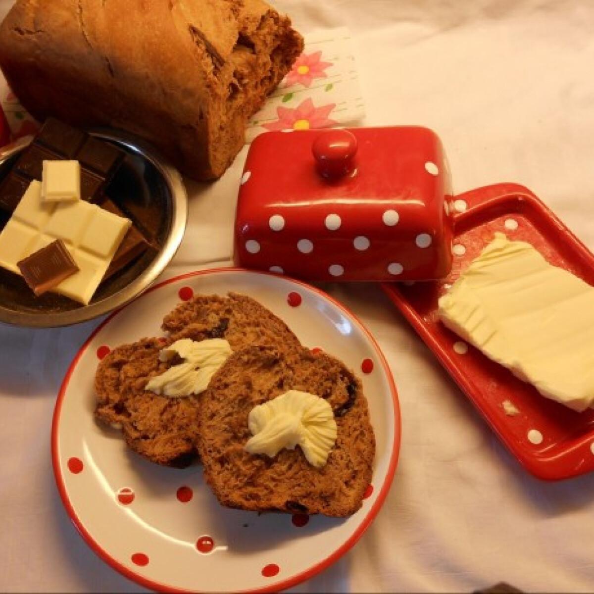 Ezen a képen: Háromcsokoládés kenyér