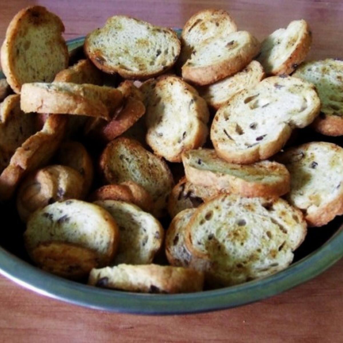 Ezen a képen: Fokhagymás kenyérchips