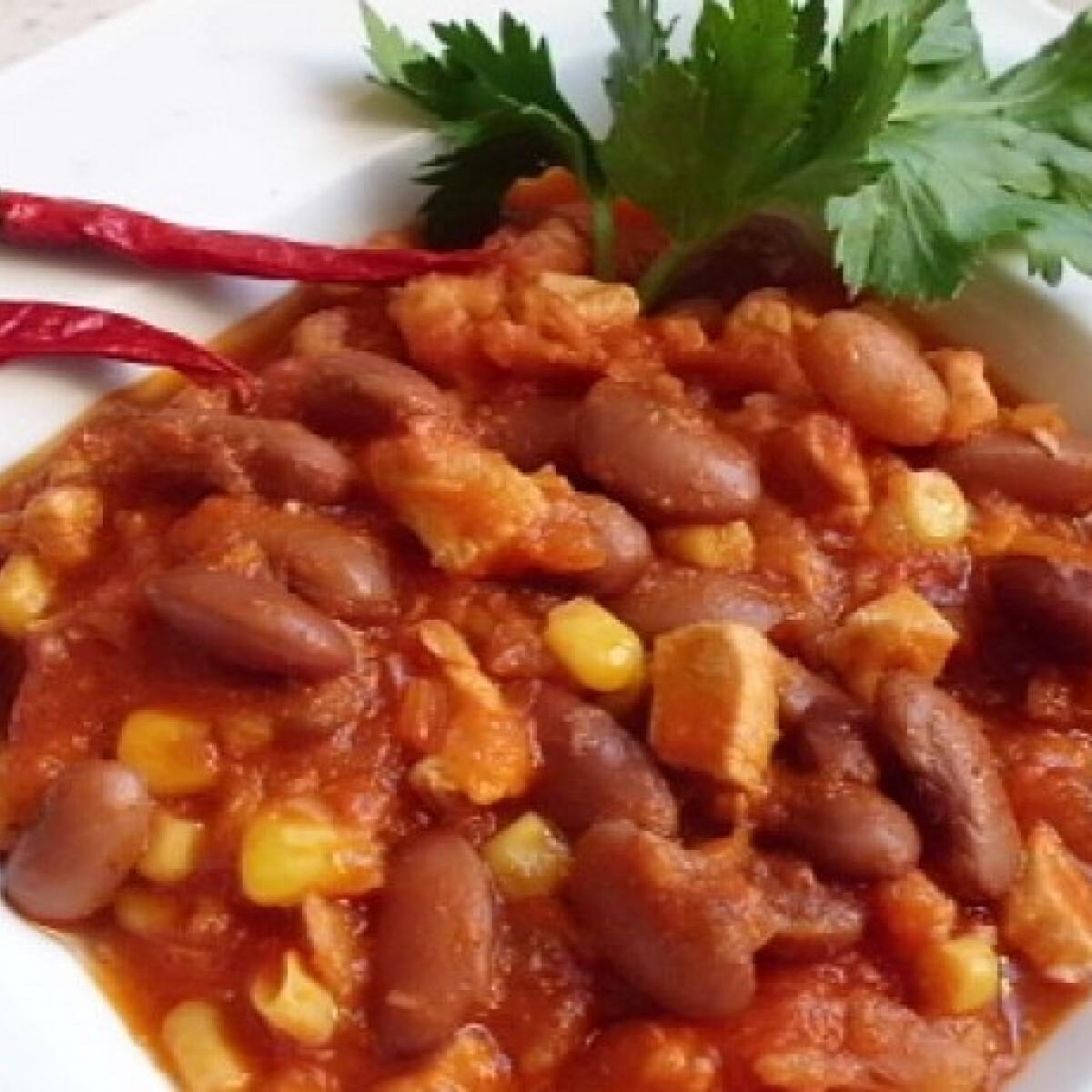 Ezen a képen: Zelleres chilis bab
