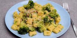 Sonkás-brokkolis gnocchi