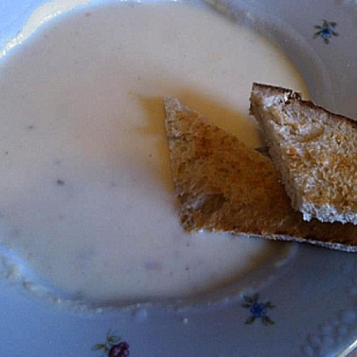 Ezen a képen: Fokhagymás fehérboros sajtkrémleves