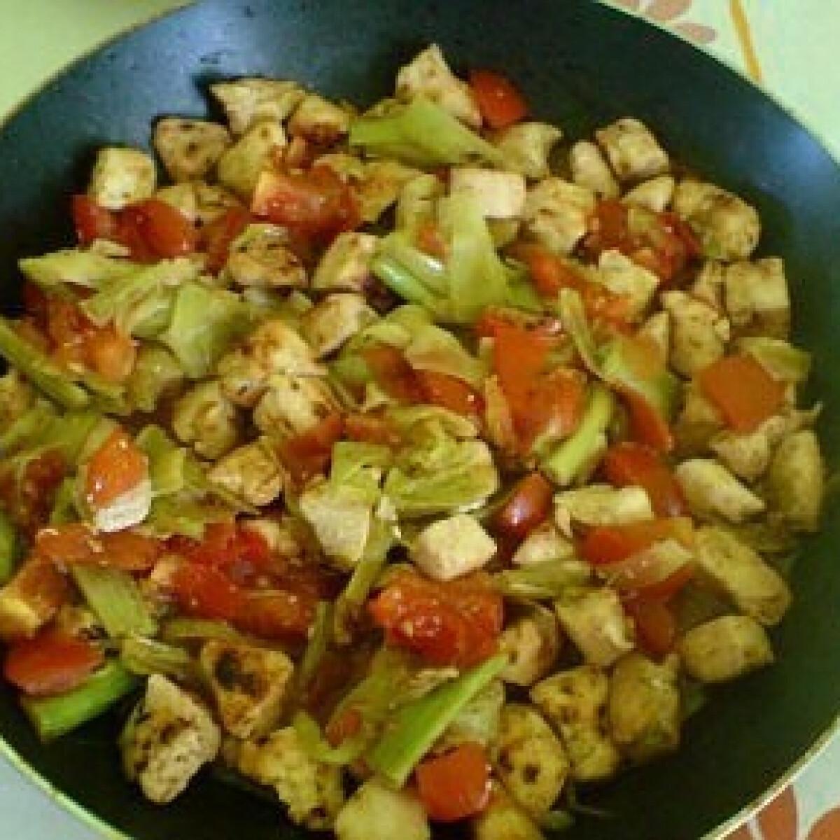 Ezen a képen: Serpenyős csirke burgonyával