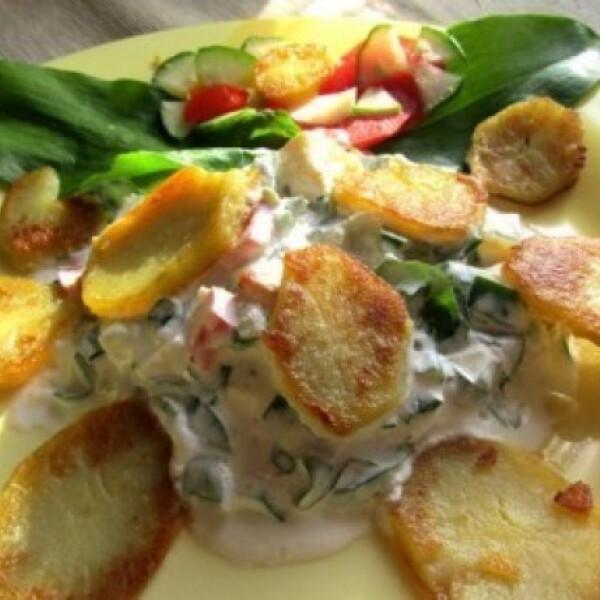 Sült burgonyás medvehagyma saláta