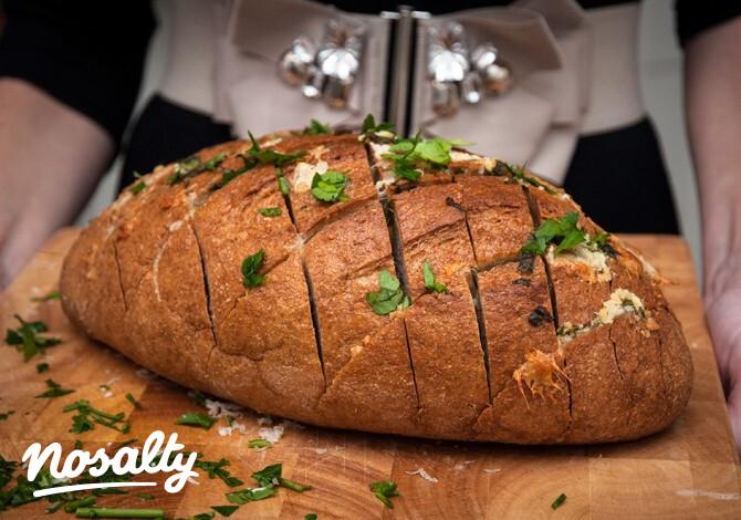 Sajtos-fokhagymás kenyér - Nosalty