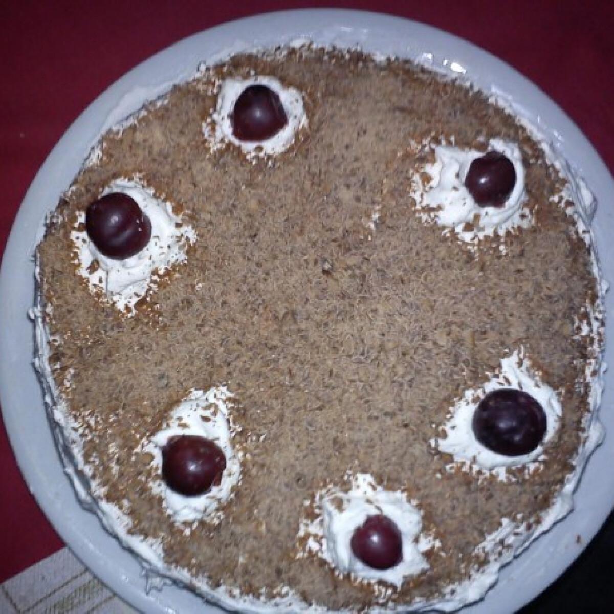 Ezen a képen: Feketeerdő-torta Dzserda konyhájából