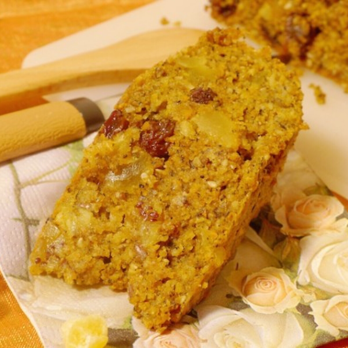 Ezen a képen: Aszalt gyümölcsös sárgarépa süti