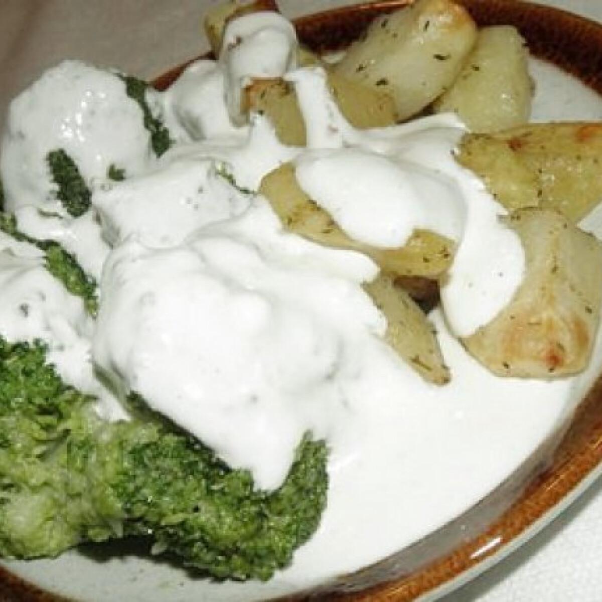 Ezen a képen: Párolt brokkoli és sült krumpli öntettel