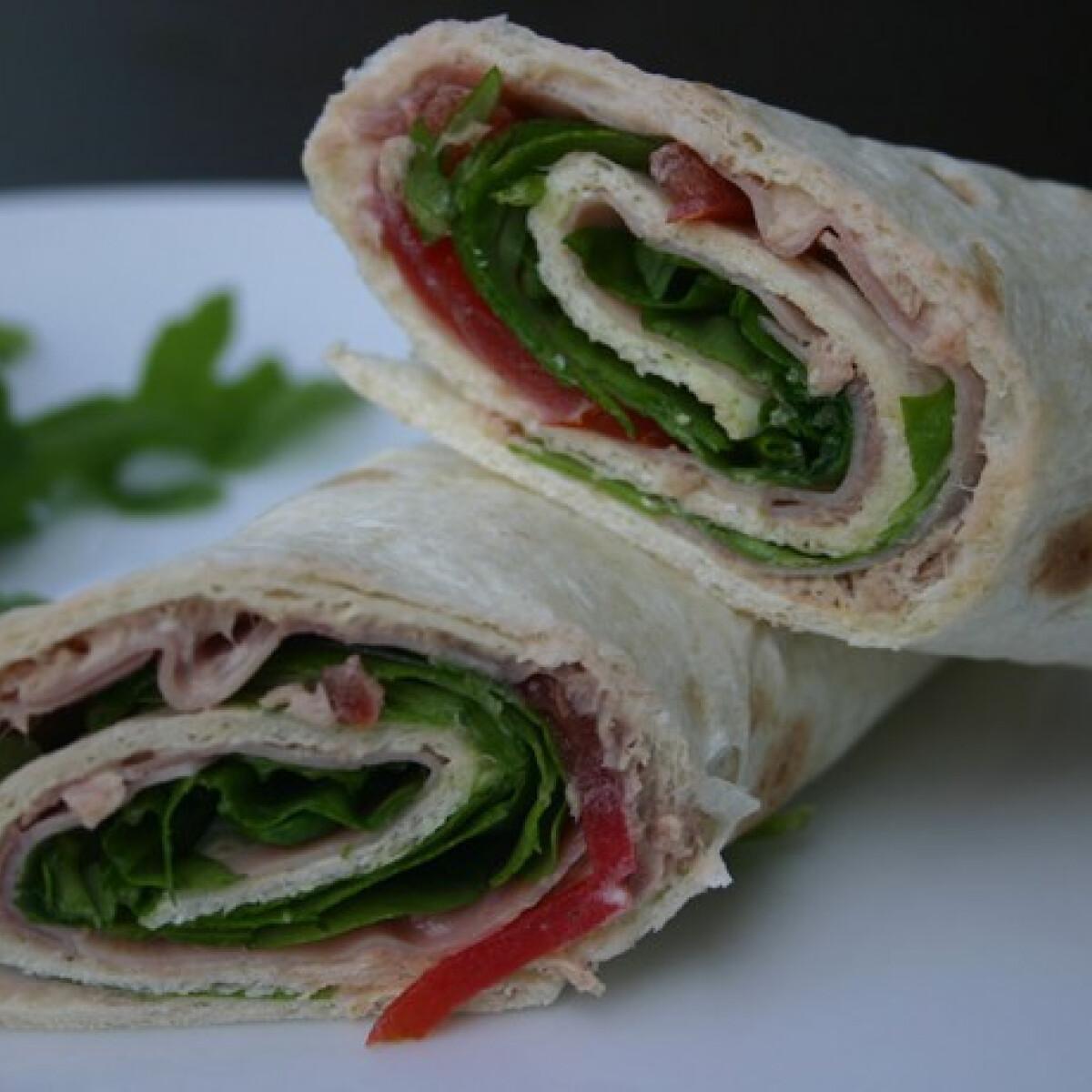 Ezen a képen: Tonhalas tortilla szendvics