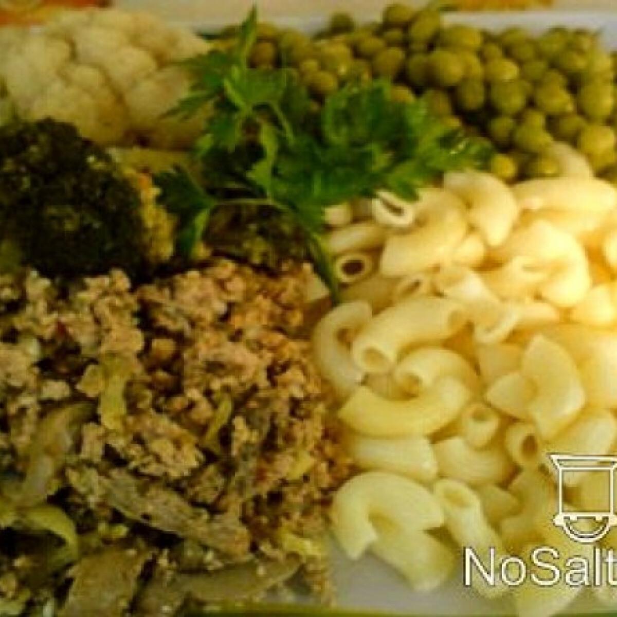 Ezen a képen: Fokhagymás darált hús párolt zöldségekkel