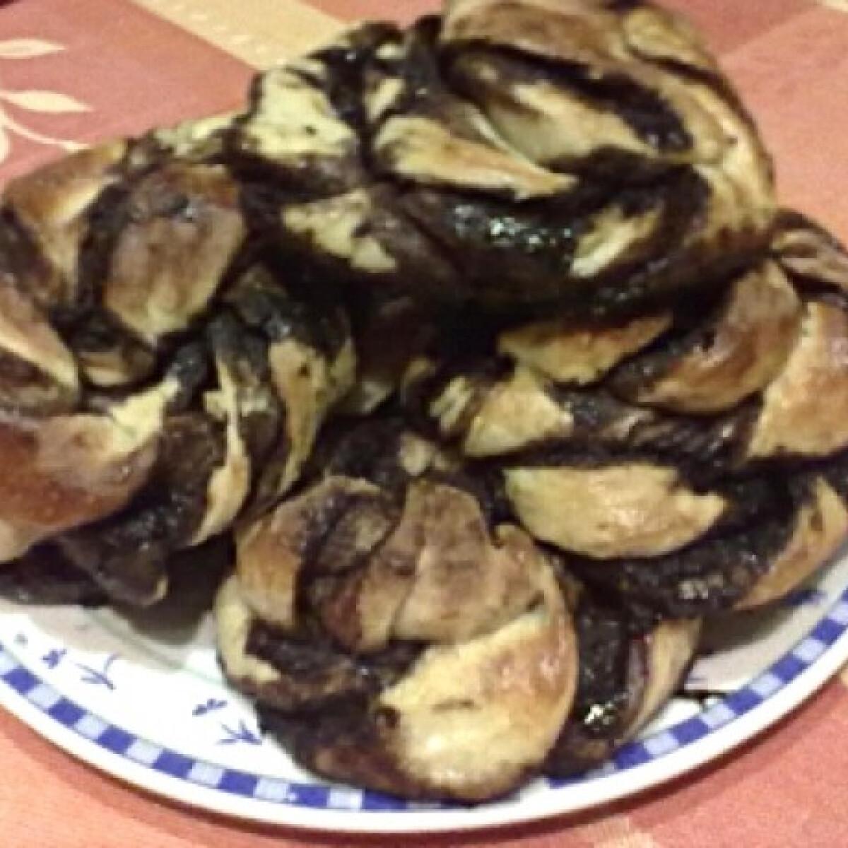 Ezen a képen: Csavart mogyorókrémes csiga