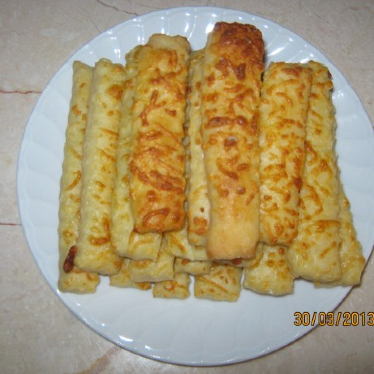 Ezen a képen: Mozzarella sajtos sós rúd
