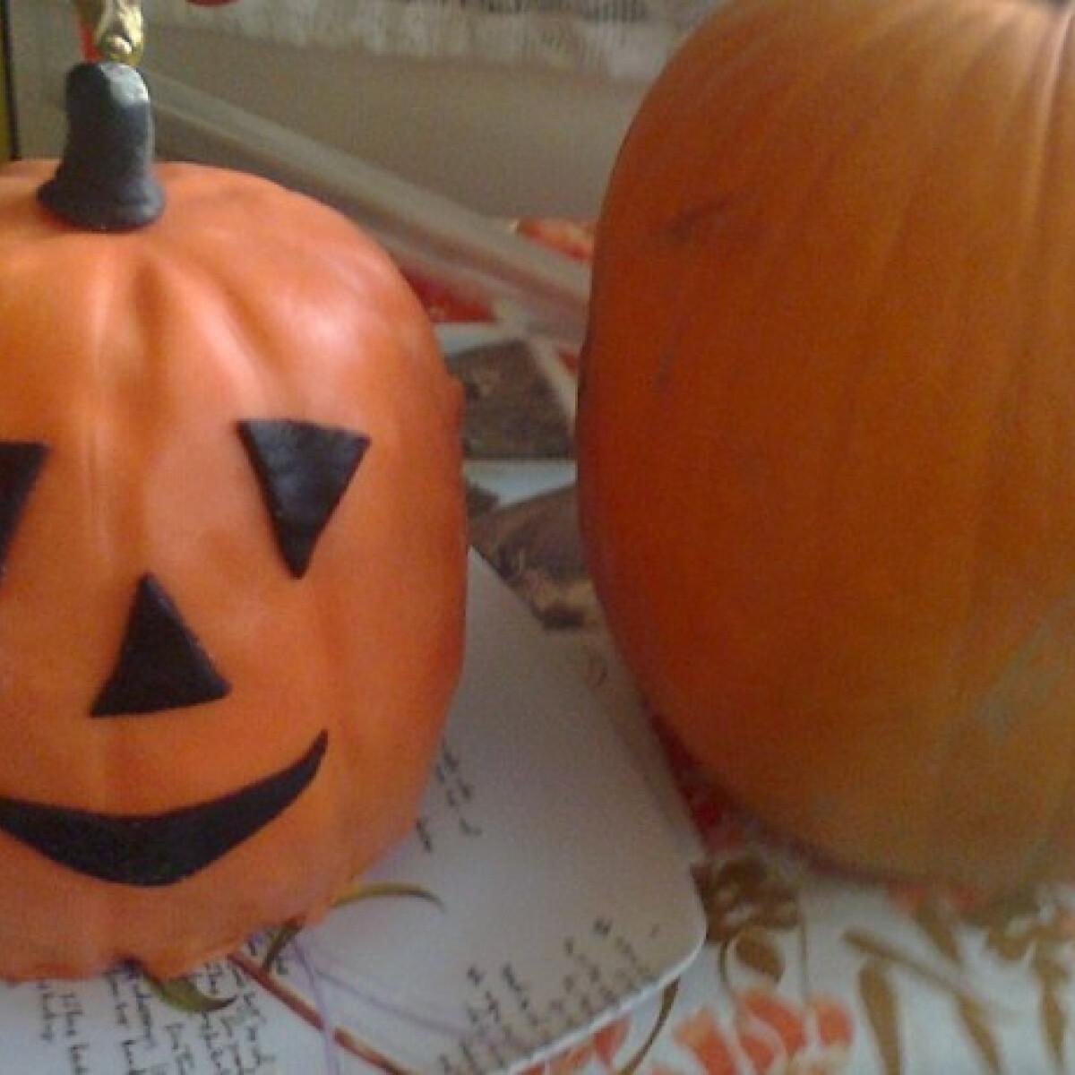 Ezen a képen: Halloweeni tökfej torta