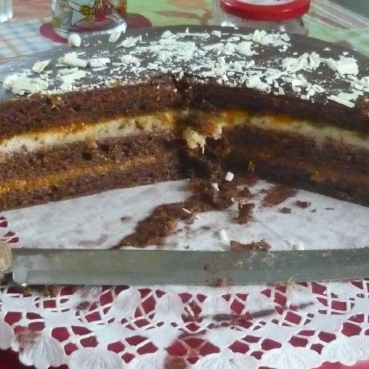 Ezen a képen: Sacher torta-marcipános