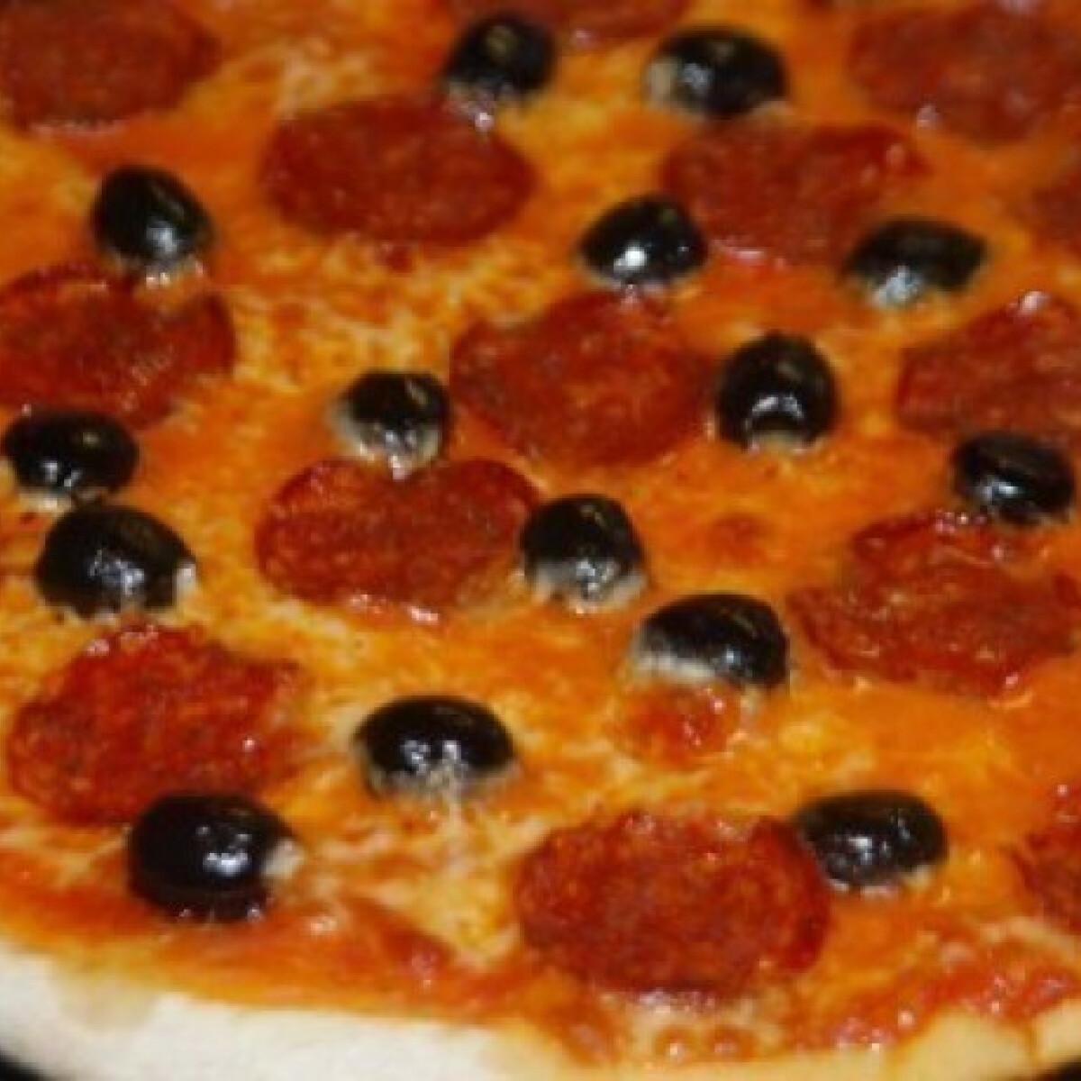 Ezen a képen: Nápolyi pizza- Pizza 19.