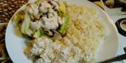 Hagymás tejfölös hal rizzsel és salátával