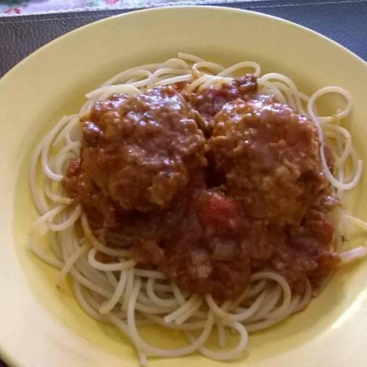 Ezen a képen: Húsgombóc spagettivel