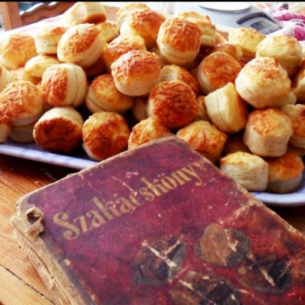 Ezen a képen: Sajtos pogácsa Faranus konyhájából
