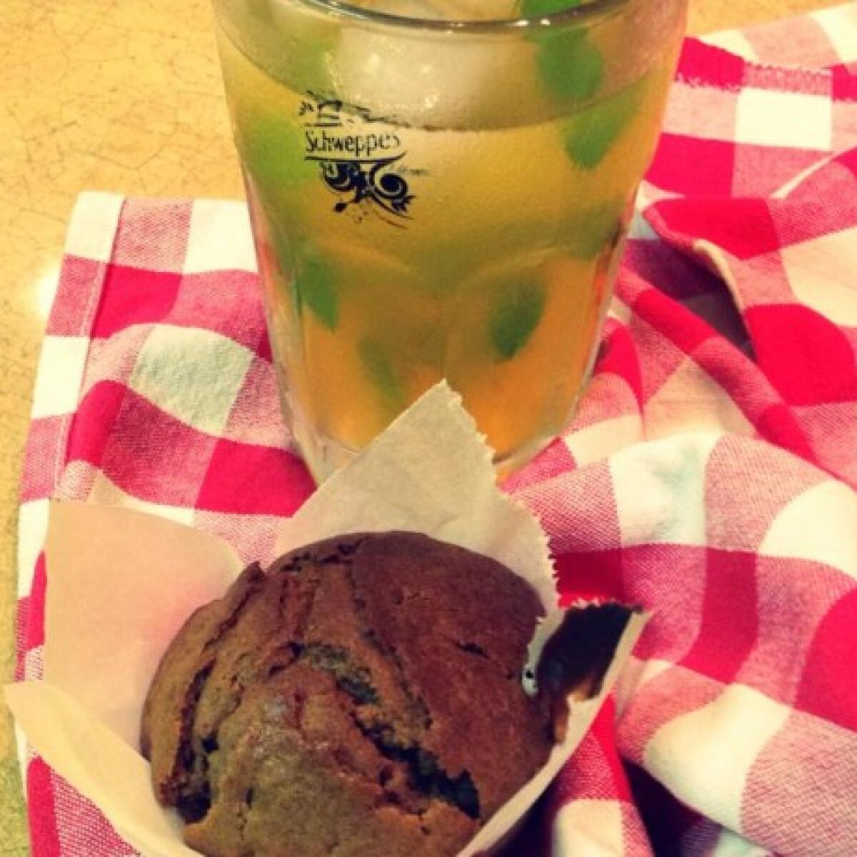 Ezen a képen: Csokis-nutellás bögrés muffin