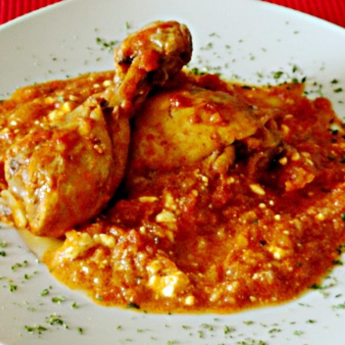 Ezen a képen: Csirke fetás paradicsommártásban