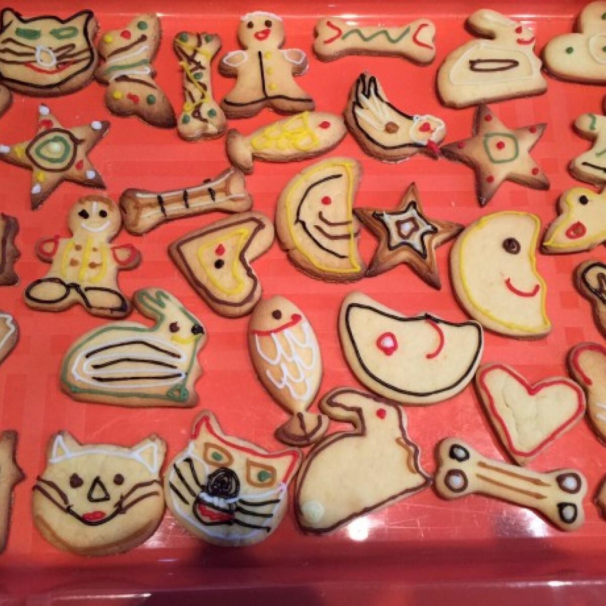 Ezen a képen: Vajas keksz Moncsicsitől