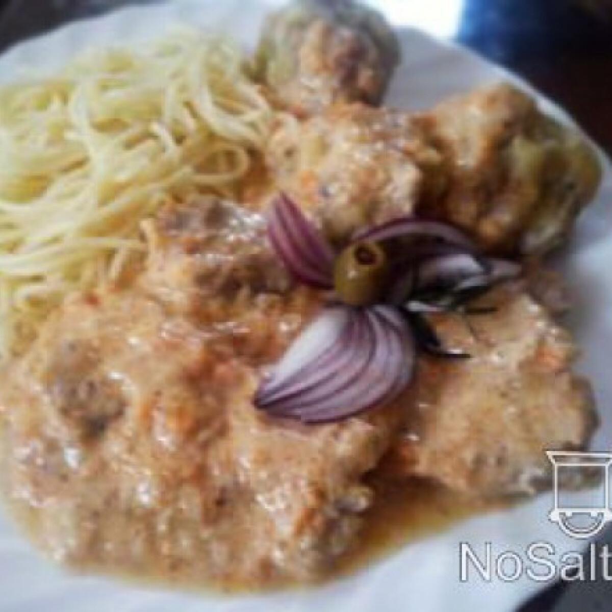Vadas zsemlegombóccal és spagettival