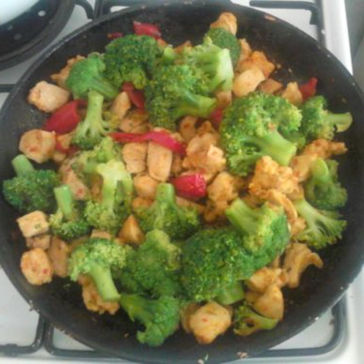 Brokkolis-zöldséges csirke