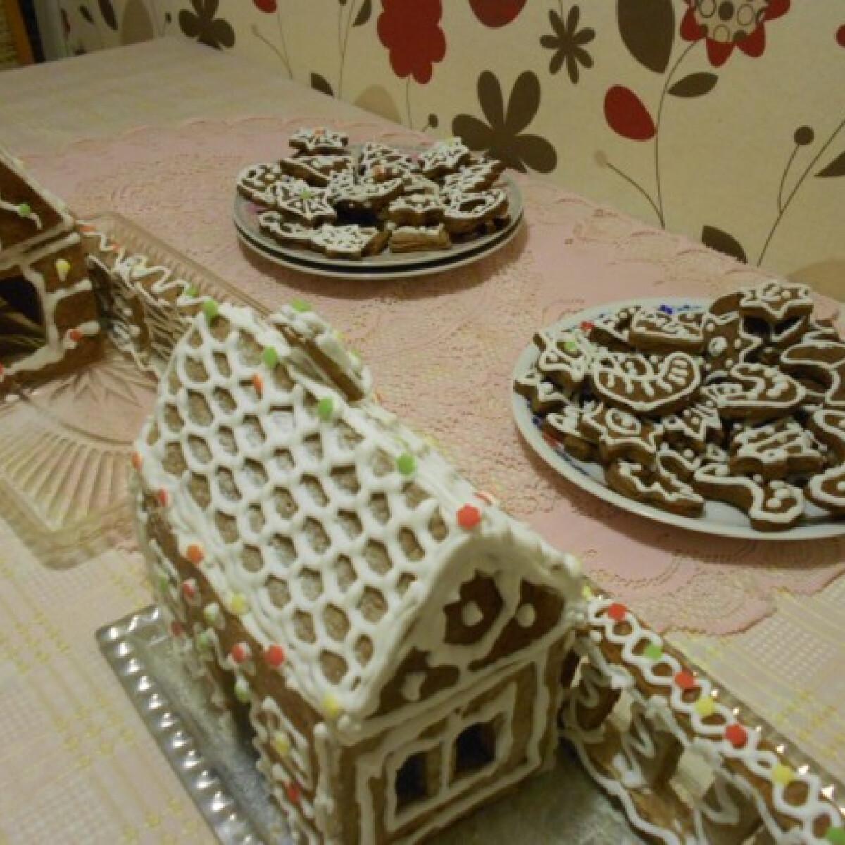 Ezen a képen: Mézeskalács házikó Katrin konyhájából