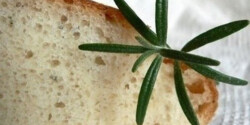 Burgonyás-rozmaringos kenyér