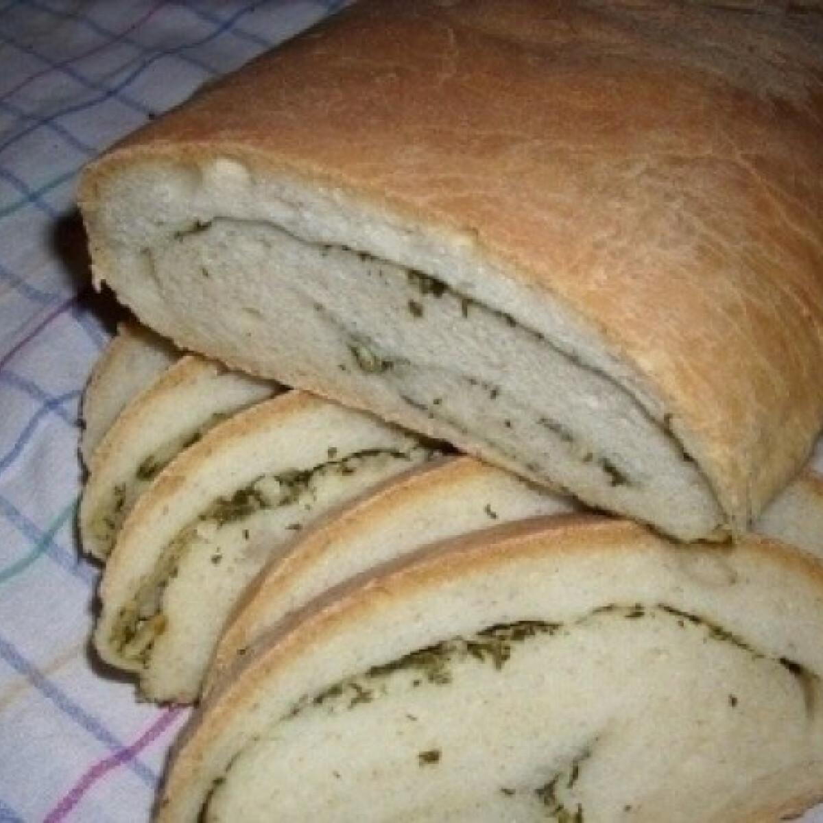 Ezen a képen: Zöldfűszeres kenyér