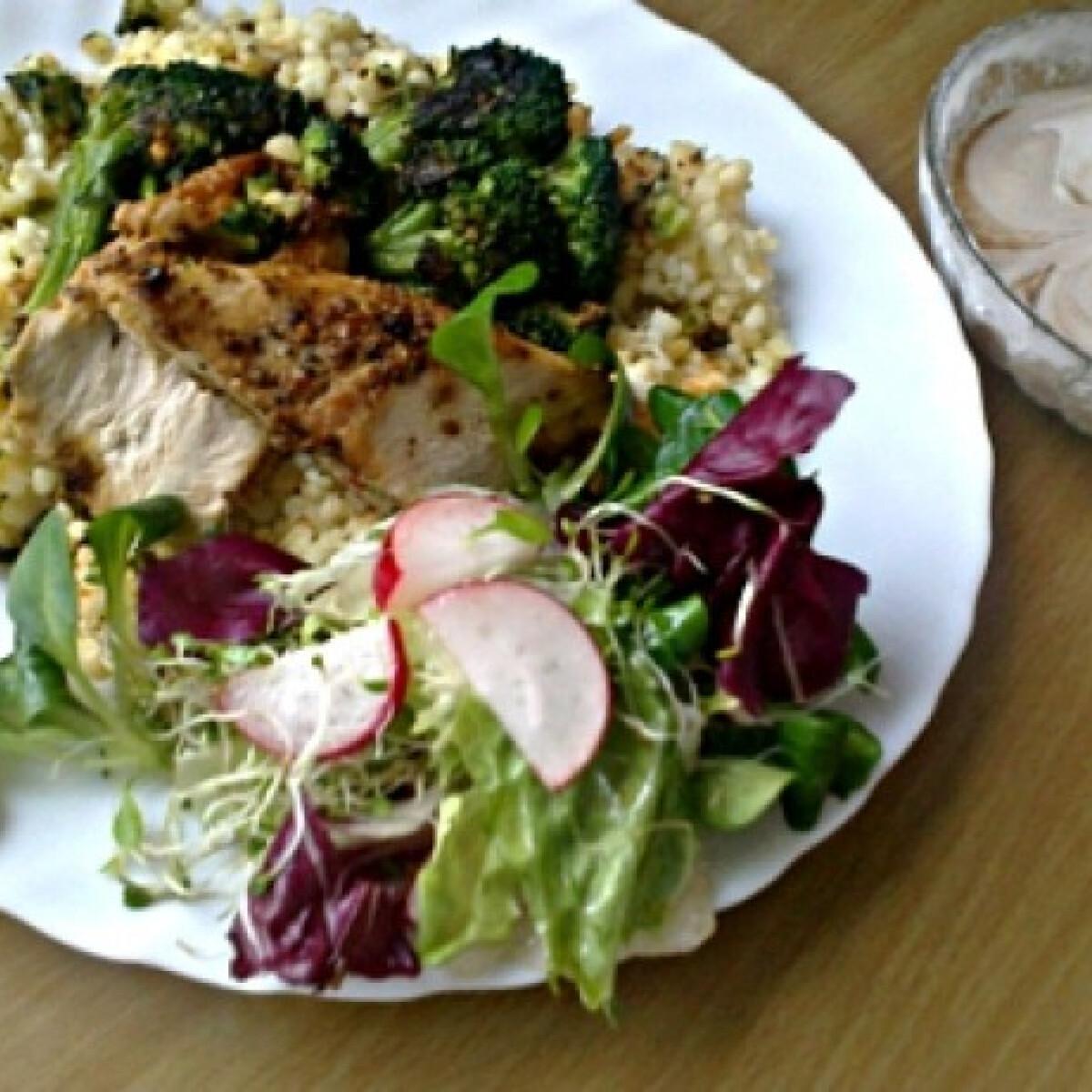 Ezen a képen: Csirkemell grillezett brokkolival