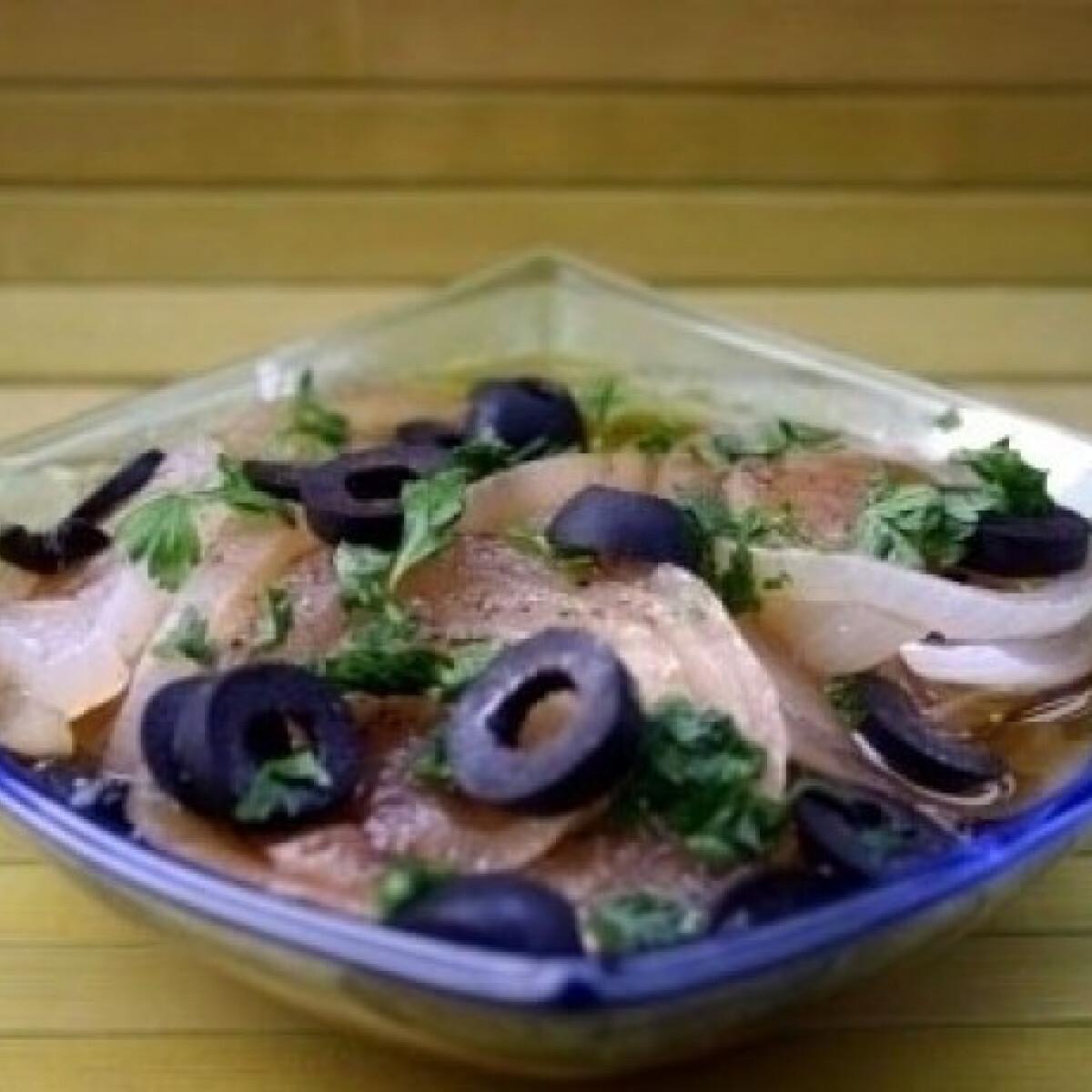Ezen a képen: Fehérhagyma-saláta