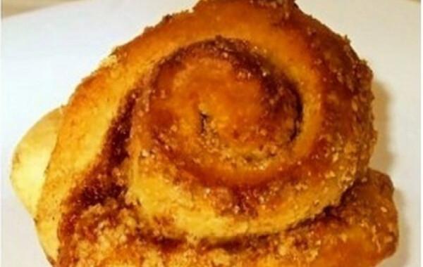 Fahéjas muffincsiga pirinyó dióval meghintve