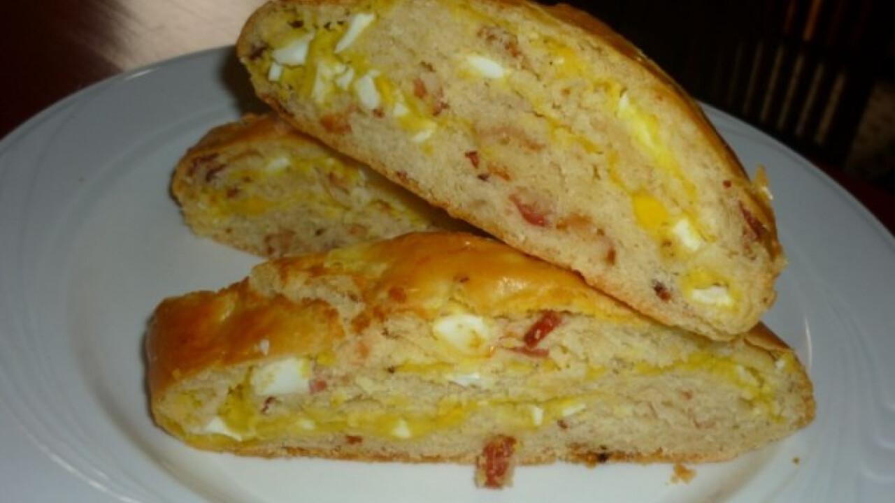 Baconös-tojásos kalács
