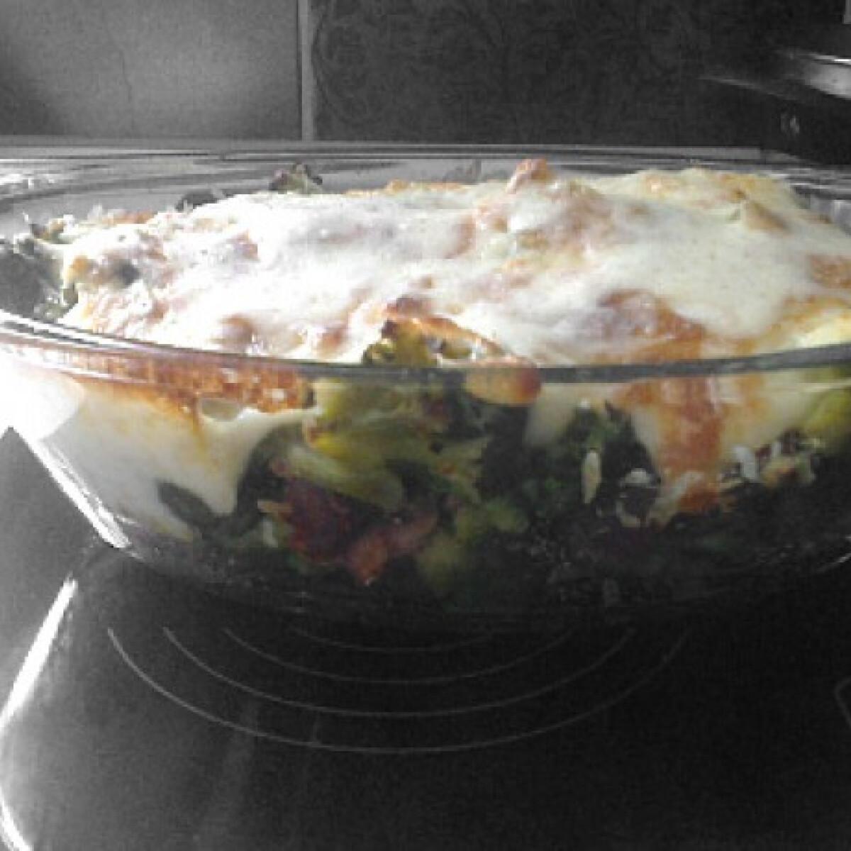 Ezen a képen: Csőben sült húsos brokkoli