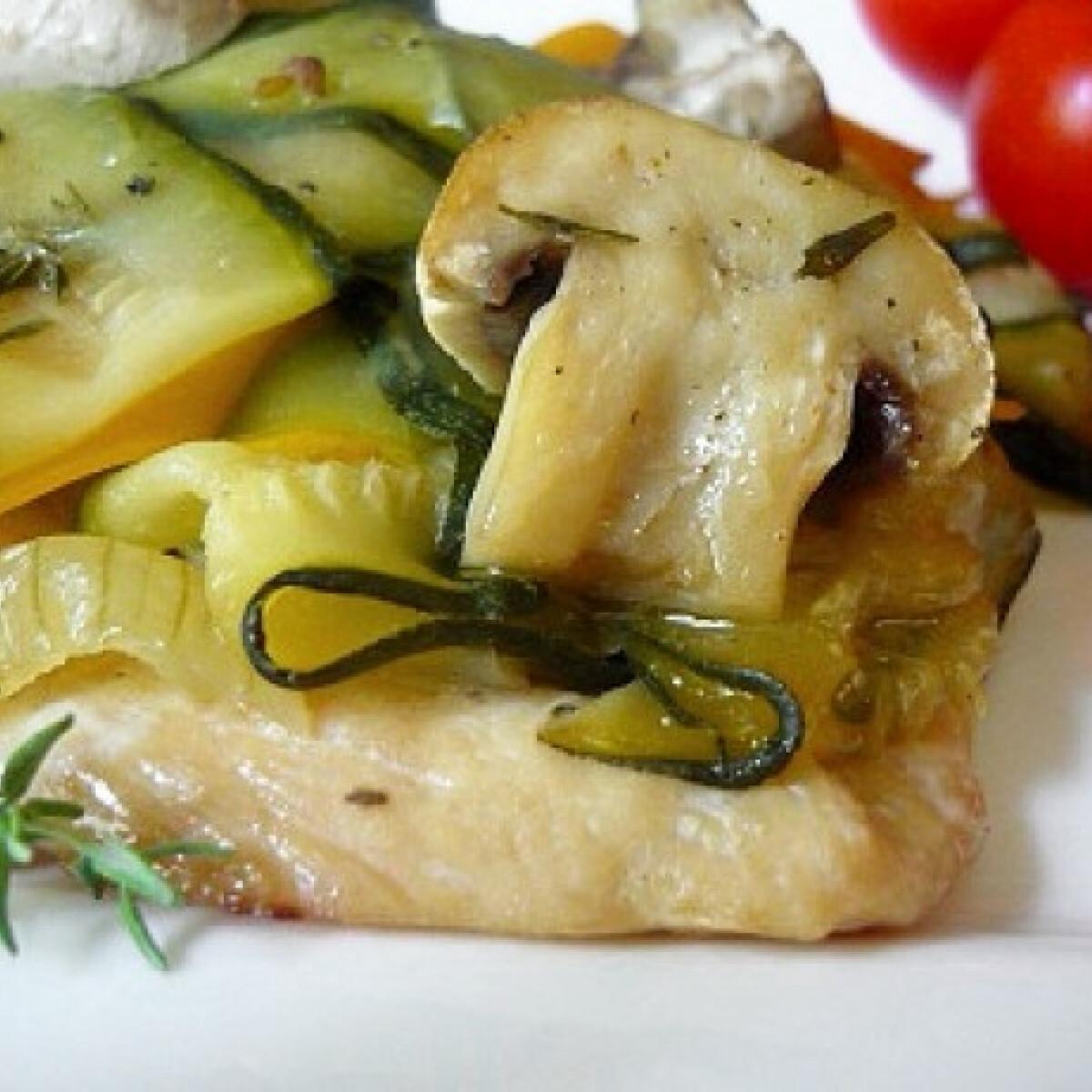 Ezen a képen: Alufóliában sült csirkemell