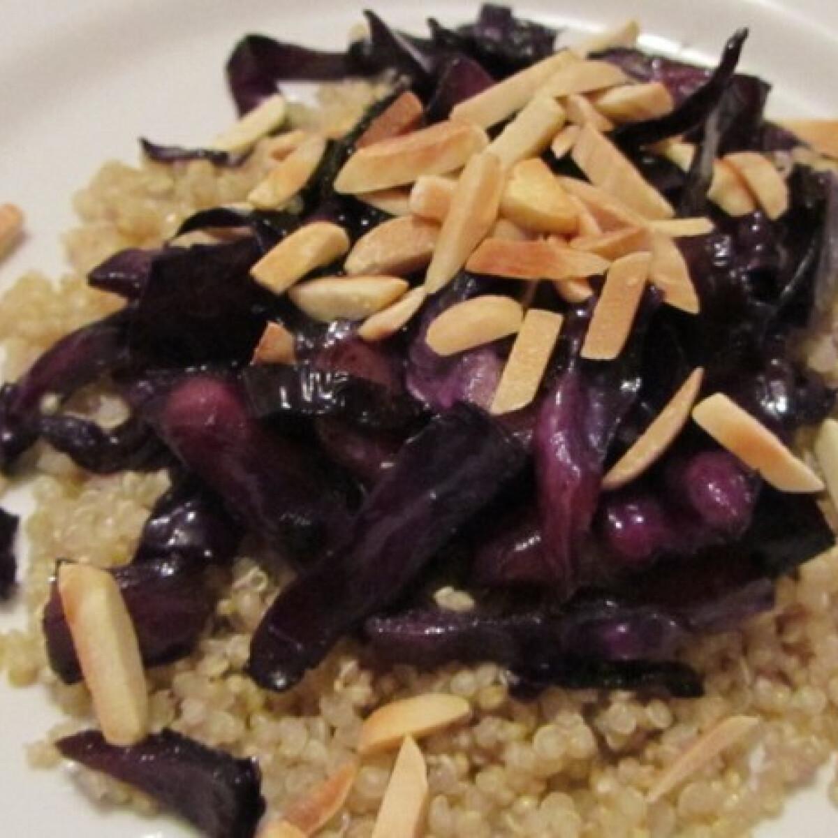 Lilakáposztás quinoa mandulával