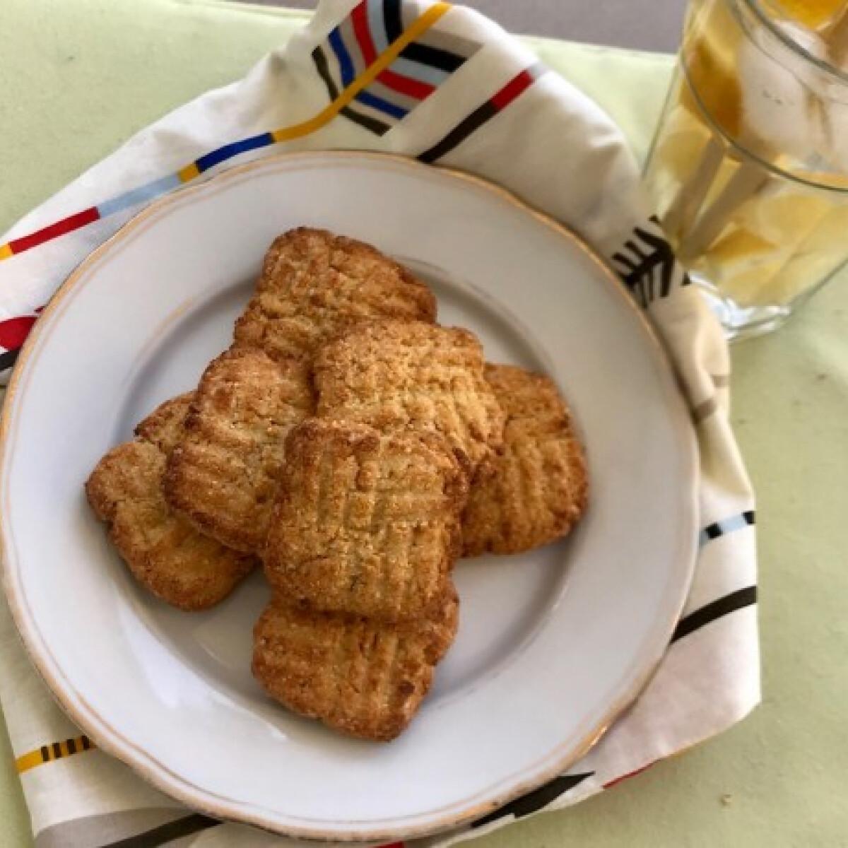 Ezen a képen: Kókuszos vegán keksz