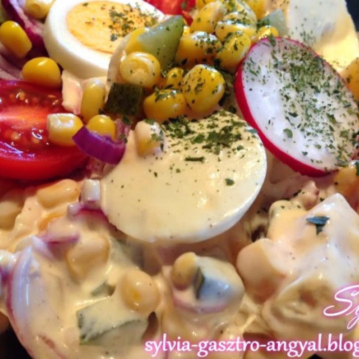 Ezen a képen: Majonézes húsvéti saláta