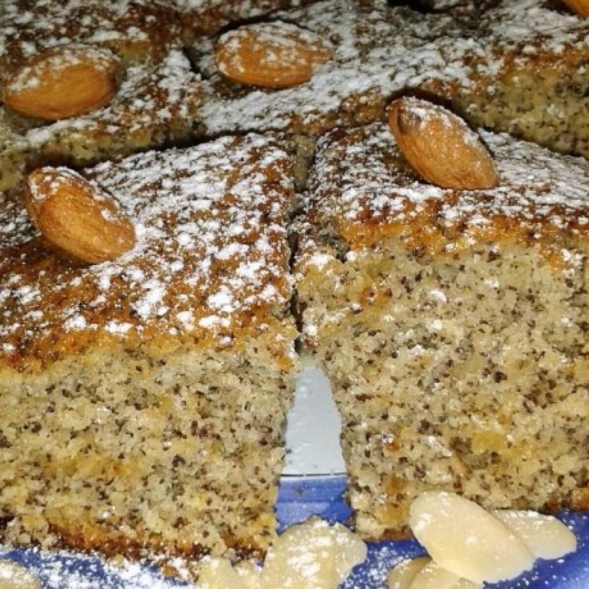 Bögrés marcipános süti