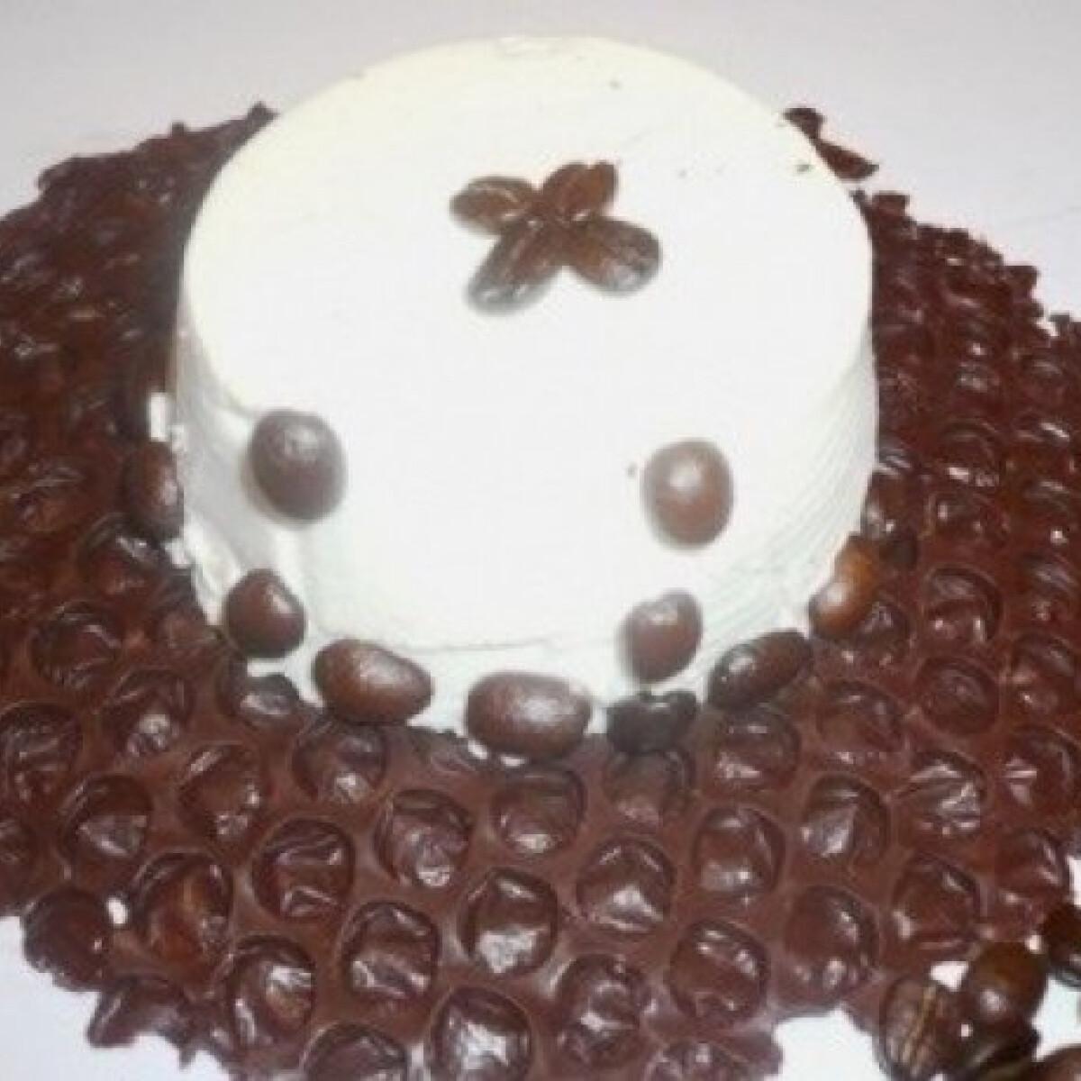 Kávés panna cotta csokitányéron