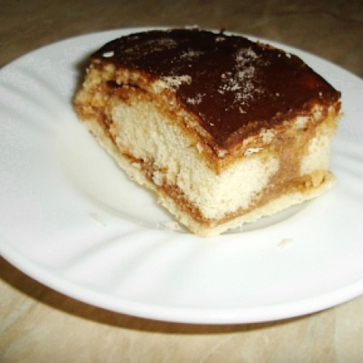 Ezen a képen: Babapiskótás diós sütemény